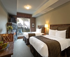 Falcon Crest Lodge - Deluxe Room king or two double beds