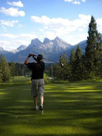 Golf Banff: Golfing in Banff, Alberta offers great views.