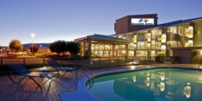 Accent-Inn-Kelowna-Golf-Canadas-West