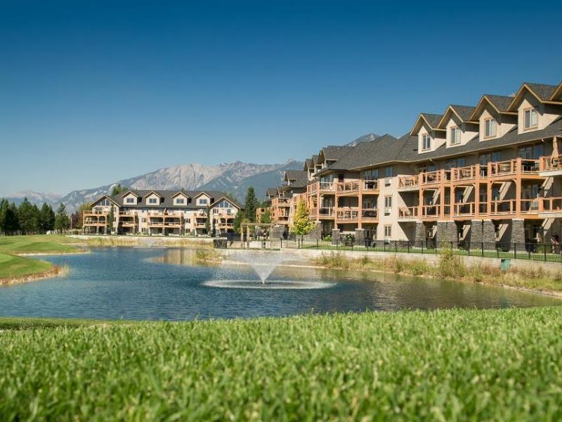 Golf vacation packages at Bighorn Meadows Resort