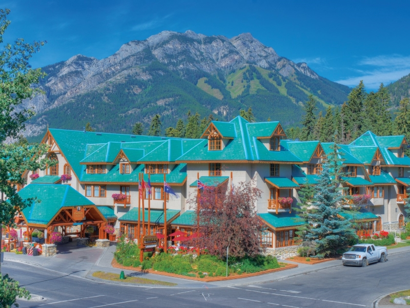 Golf vacations at Banff Caribou Lodge