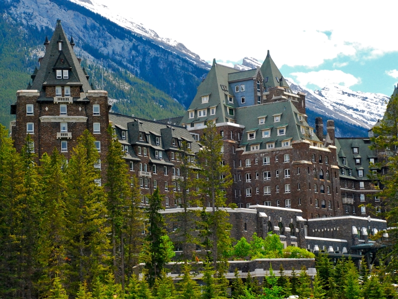 Golf vacations at Fairmont Banff Springs