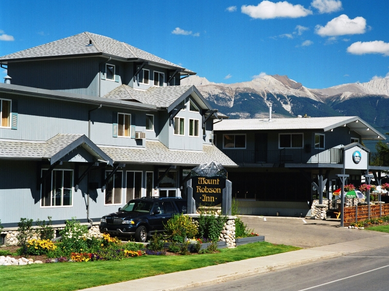 Golf Vacations at Mount Robson Inn