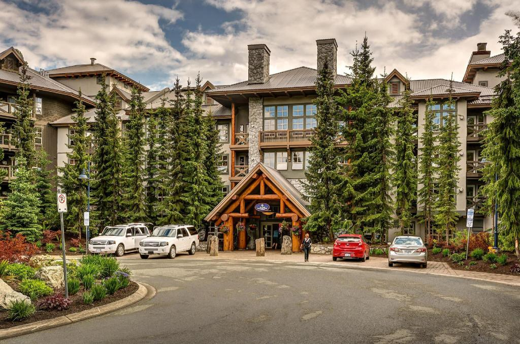 Blackcomb Springs Suites Golf Resort Whistler